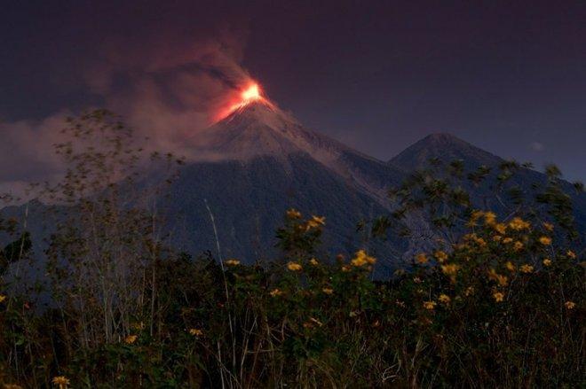 Guatemala'da Fuego Yanardağı faaliyete geçti