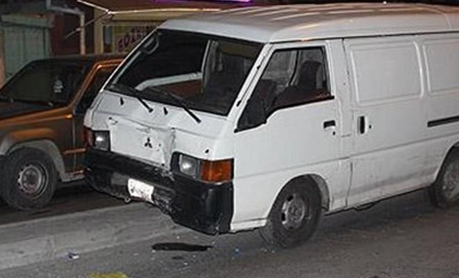 Otomobil mendil satan kardeşlere çarptı: 1 ölü, 2 yaralı
