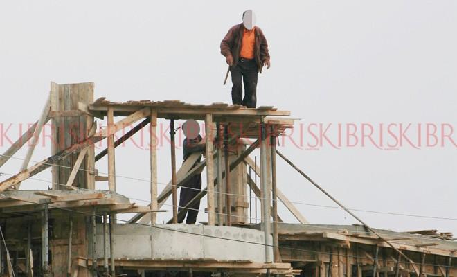 Ölümlerin yarısı inşaatlarda