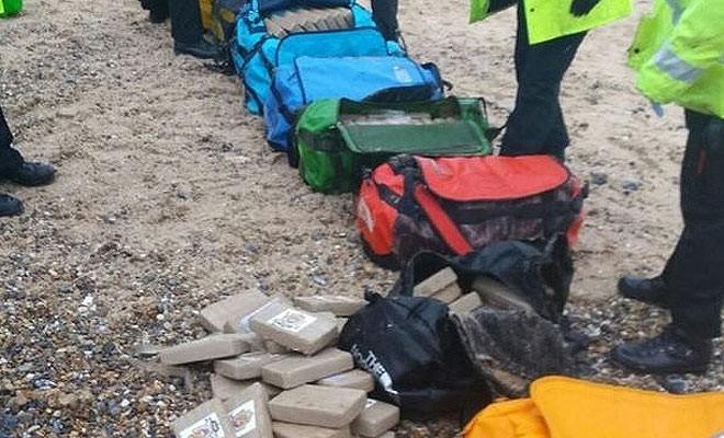 50 milyon Sterlin'lik kokain sahile vurdu