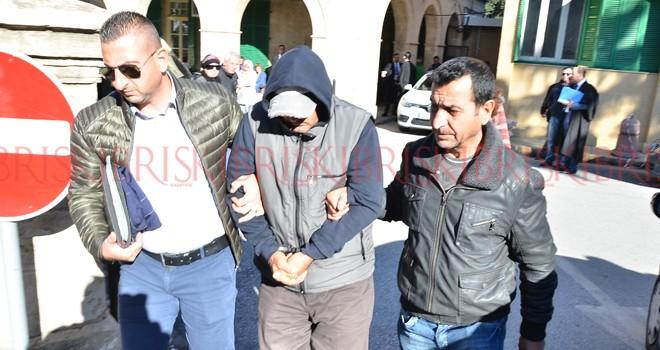 'Yasadışı girişten' yargılanıp, Türkiye'ye iade edilecek