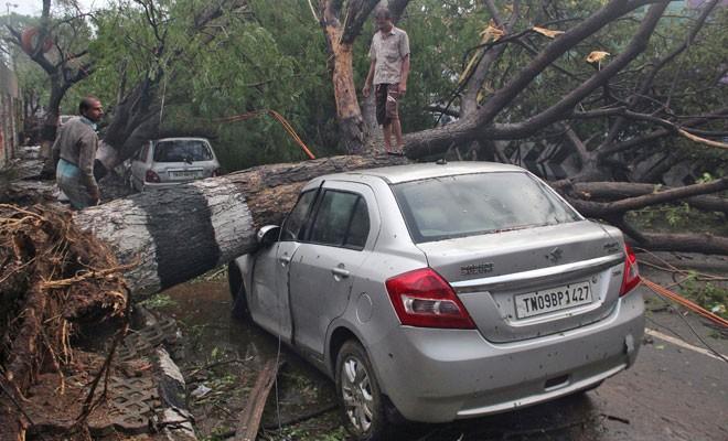 Kasırga Hindistan'da can aldı