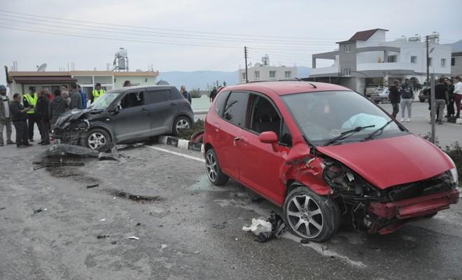 Genç sürücü ehliyetsiz çıktı