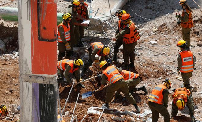 30 işçi enkaz altında kaldı