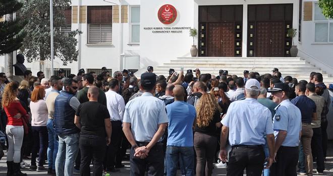 Memur-Sen, geçicilerin kadrolanması için meclis önündeydi