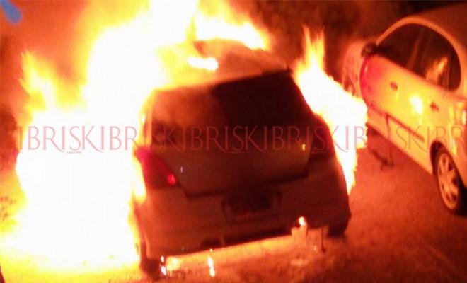 Araba alev alev yandı, halk korku yaşadı