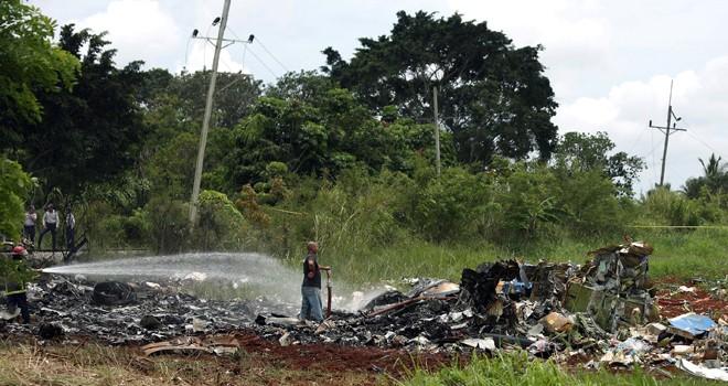 Küba'da yolcu uçağı düştü, çok sayıda ölü var