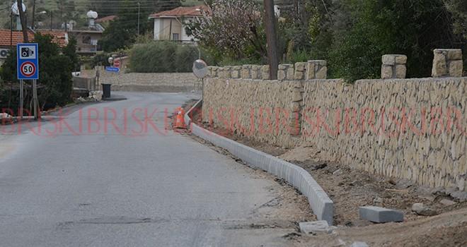 Yedidalga'ya sarı taş duvar