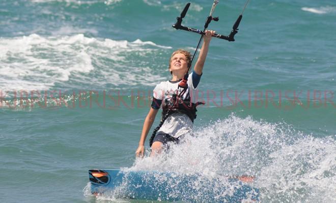 Kıbrıs'ın ilk 'Uçurtma Sörfü Festivali'