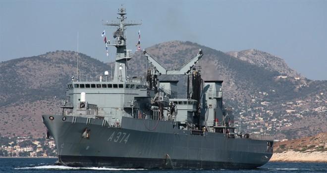 Yunan savaş gemisi Limasol'da