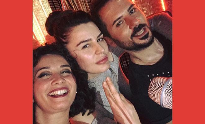 Aysu Baceoğlu, dostlarıyla mutlu