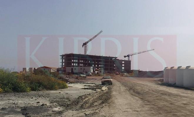 Otel inşaatından düşen işçi yoğun bakımda