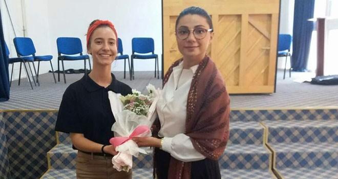 """""""Kıbrıslı Vakıf Nene"""" öğrencilerle buluşmaya devam ediyor"""