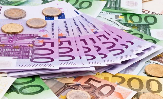 Ticari denge 2 milyar Euro açık verdi