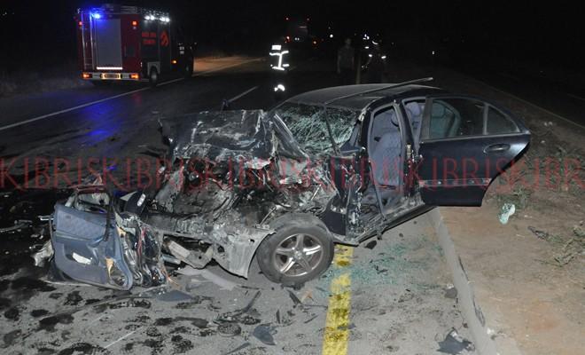Otomobil sürücüsü araçta sıkıştı