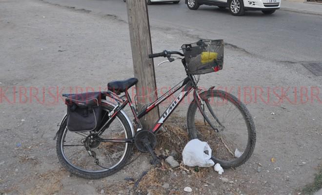 Otomobil bisikleti ezdi geçti