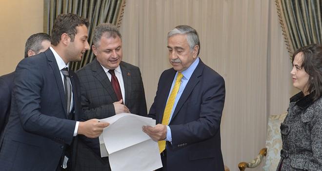 Cumhurbaşkanı akıncı UKÜ Rektörü Nadiri'yi kabul etti