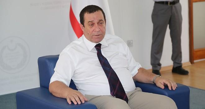 Maliye Bakanı Denktaş CAS çalışanları ile görüştü