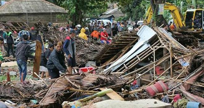 Endonezya'daki tsunamide ölenlerin sayısı 281'e  yükseldi