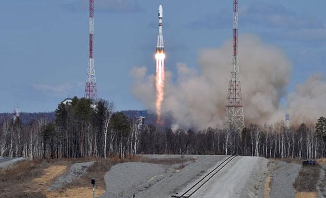 Rusya'nın roketi yere çakıldı