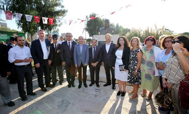 İzmir KKTC Girne Parkı'nda Denktaş'ın büstü açıldı