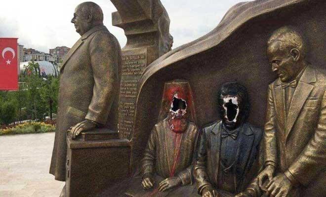 Beylikdüzü'ndeki Denktaş anıtına saldırı