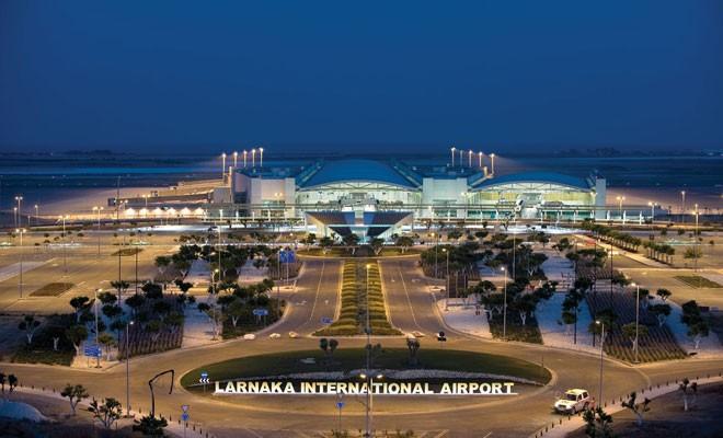 Uçuşlar Larnaka'ya kaydı