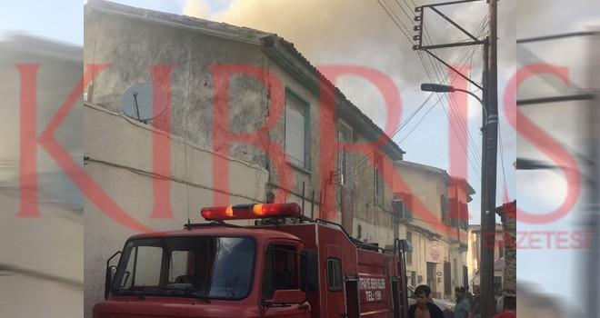 Surariçi'nde bir evde yangın