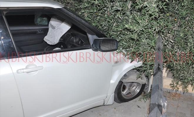 15 yaşındaki çocuk arabayla sürat yapınca evin bahçe duvarına çarptı