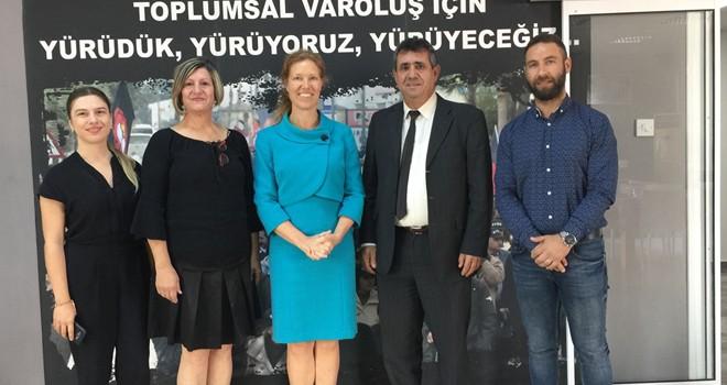 Hollanda'nın Lefkoşa Büyükelçisi KTÖS'ü ziyaret etti