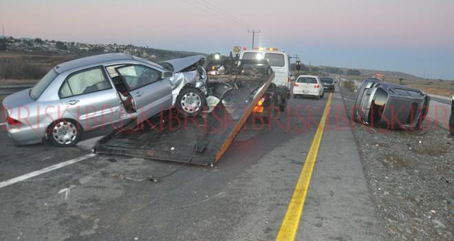 Otomobil kaza mahalline daldı