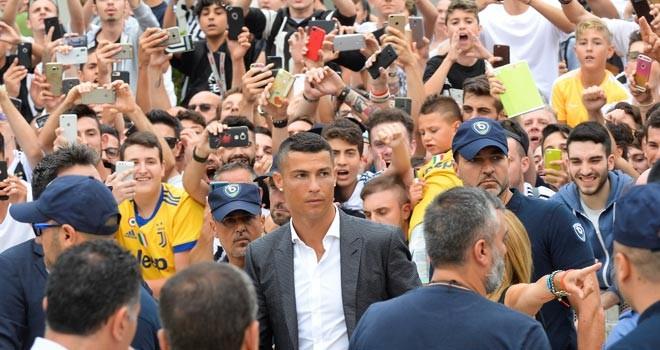 Juventus Ronaldo'yu basına tanıttı