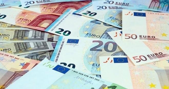 Arabada bıraktığı 50 bin Euro çalındı