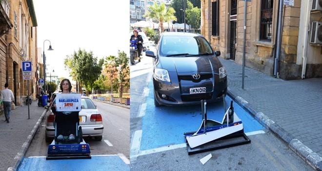 """""""Engel Değiliz"""" park yeri panolarına ikinci saldırı!"""