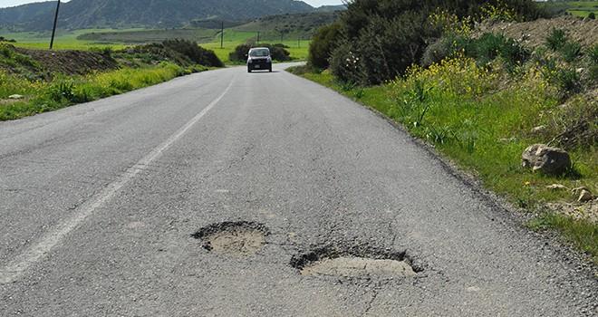 Yollar delik deşik, can güvenliği yok