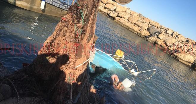 Fırtına, Lapta'da tekne batırdı