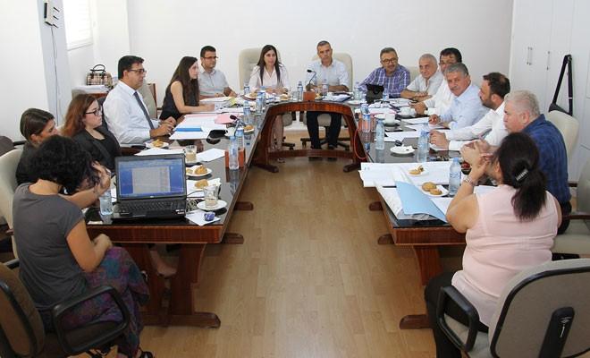 Komite seçim değişiklik yasasını görüşmeyi sürdürdü