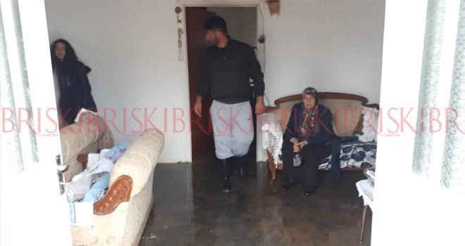 Esentepe'de 11 evi su bastı