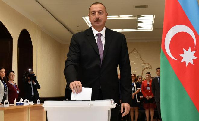 Azerbaycan anayasa değişikliğini kabul etti