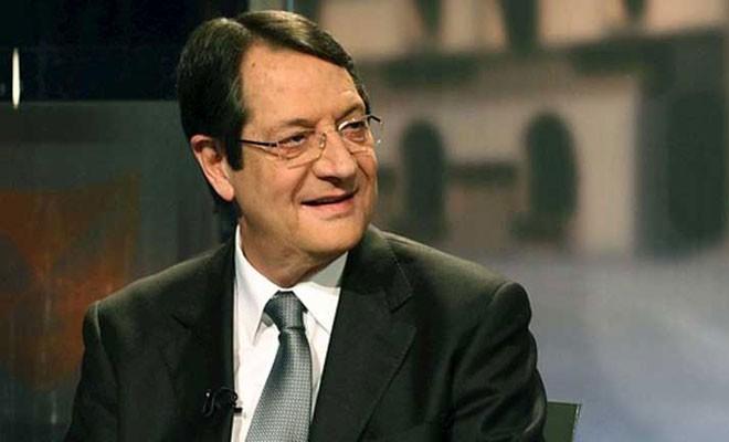 Muhalefetten Anastasiadis'e eleştiri