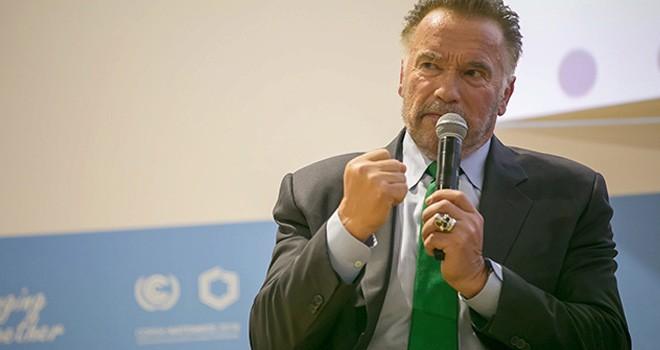 """Schwarzenegger, Trump için """"çatlak"""" tabirini kullandı"""