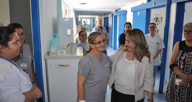 Sağlık Bakanı Besim'den hastaneye bayram ziyareti