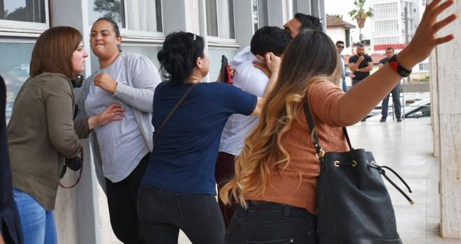 Görev başındaki üç  gazeteciye saldırdı
