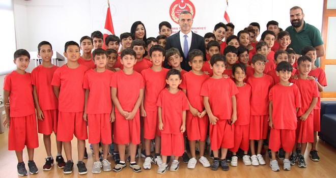 Uluçay Nusaybin'den gelen çocukları kabul etti