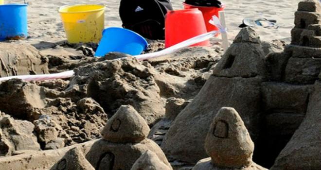 DAÜ Beach sahilindeki kumlar heykele dönüyor