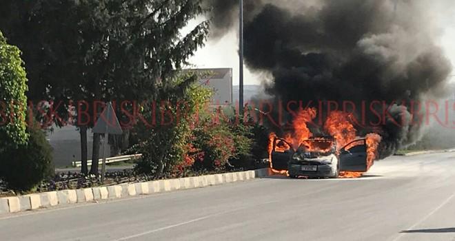 Otomobil cayır cayır yandı, üç kişi canını zor kurtardı
