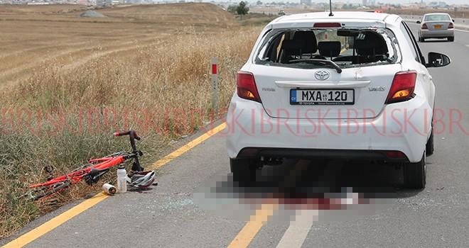 Bisiklet, arabaya arkadan çarptı