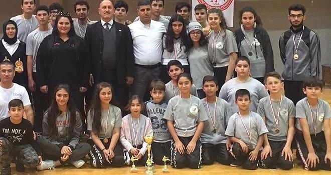Kickboks şampiyonu Mağusa İhtisas Kulübü