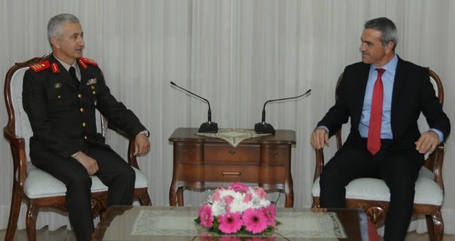 Meclis Başkanı Uluçay, GKK Komutanı Tuğgeneral Algan'ı kabul etti