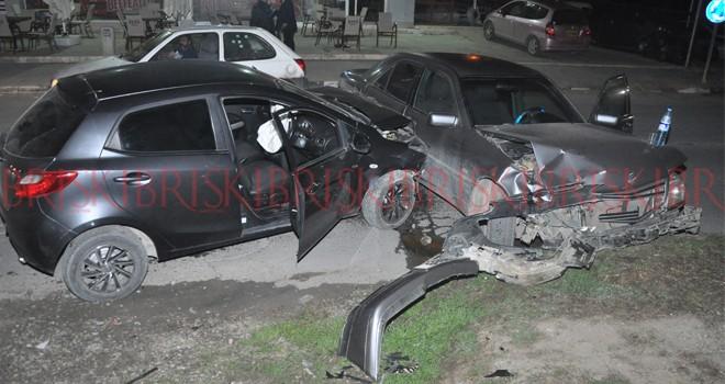 Alkollü sürücü park halindeki otomobile çarptı